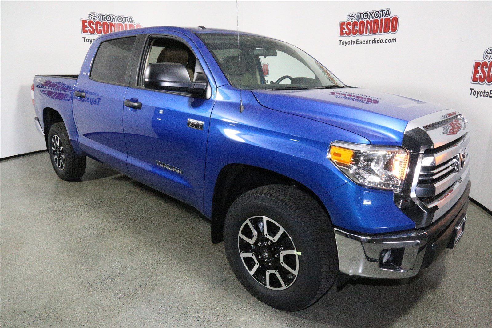 new 2017 toyota tundra sr5 4wd crew cab pickup in escondido hx644340 toyota escondido. Black Bedroom Furniture Sets. Home Design Ideas